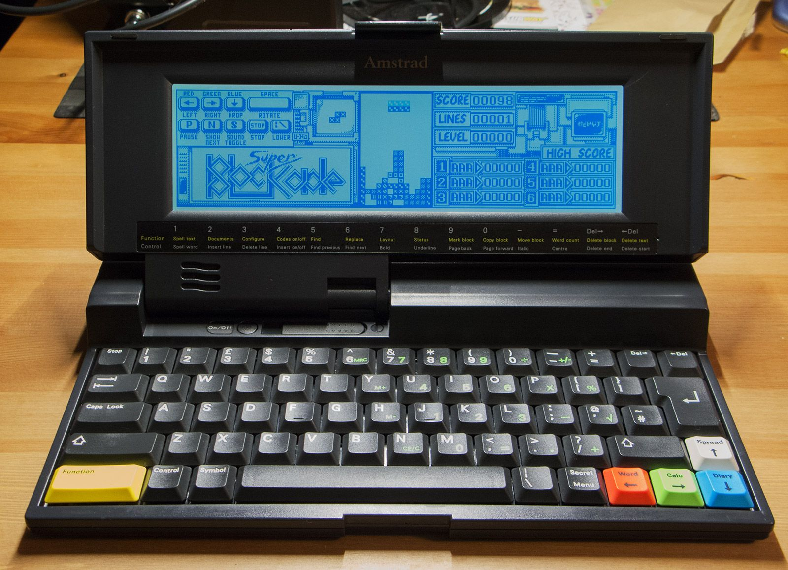 tetris being played on Amstrad Notepad NC200