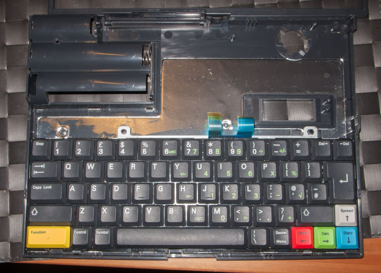 keyboard of an Amstrad Notepad NC200 without the floppy drive